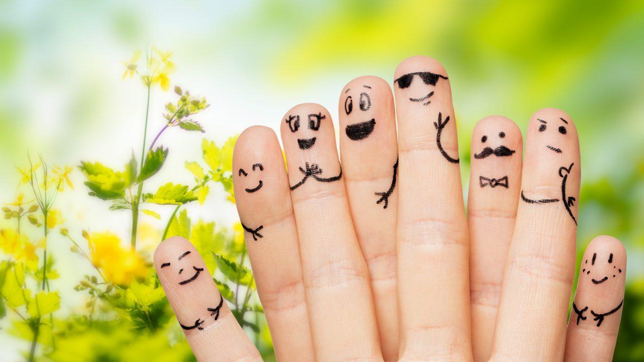 Fingre med glade ansigter